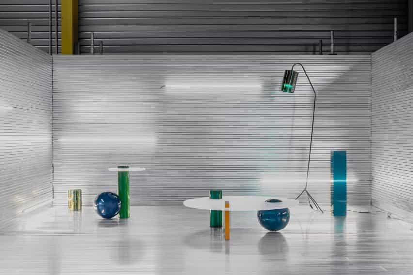 lanzamientos Cobra Studios Sólidos inaugural serie de muebles hechos de resina