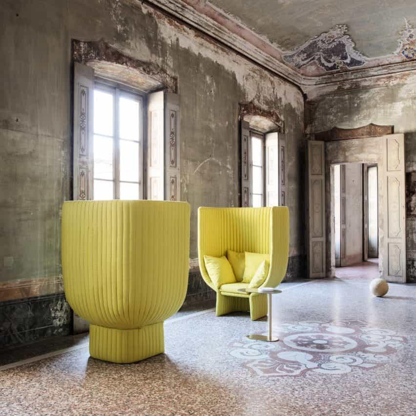 Sofá y silla de Ghisolfa diseñados por Raffaella Mangiarotti para socios de proyectos IOC de marca italiana