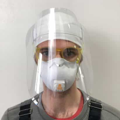 RISD gradúa caretas para la protección contra el coronavirus
