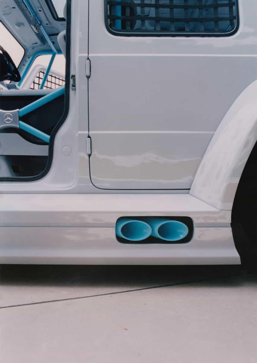 tubos de escape azules en coche Proyecto Geländewagen por Virgilio Abloh y Mercedes Benz