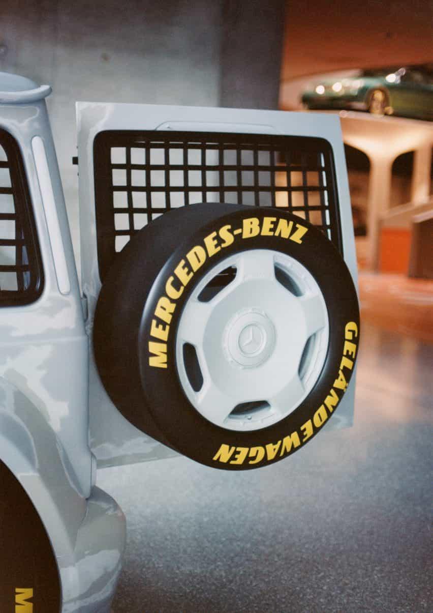 puerta trasera y rueda de repuesto del Proyecto Geländewagen por Virgilio Abloh y Mercedes Benz