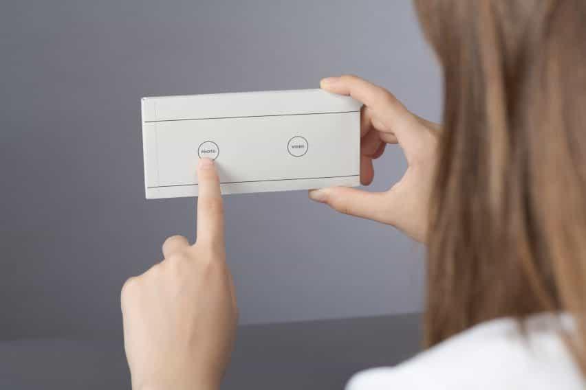 Envelope es una manga de papel que revierte smartphones en dispositivos analógicos