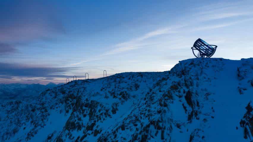 Olafur Eliasson percha un instrumento astronómico gigante en la parte superior del glaciar