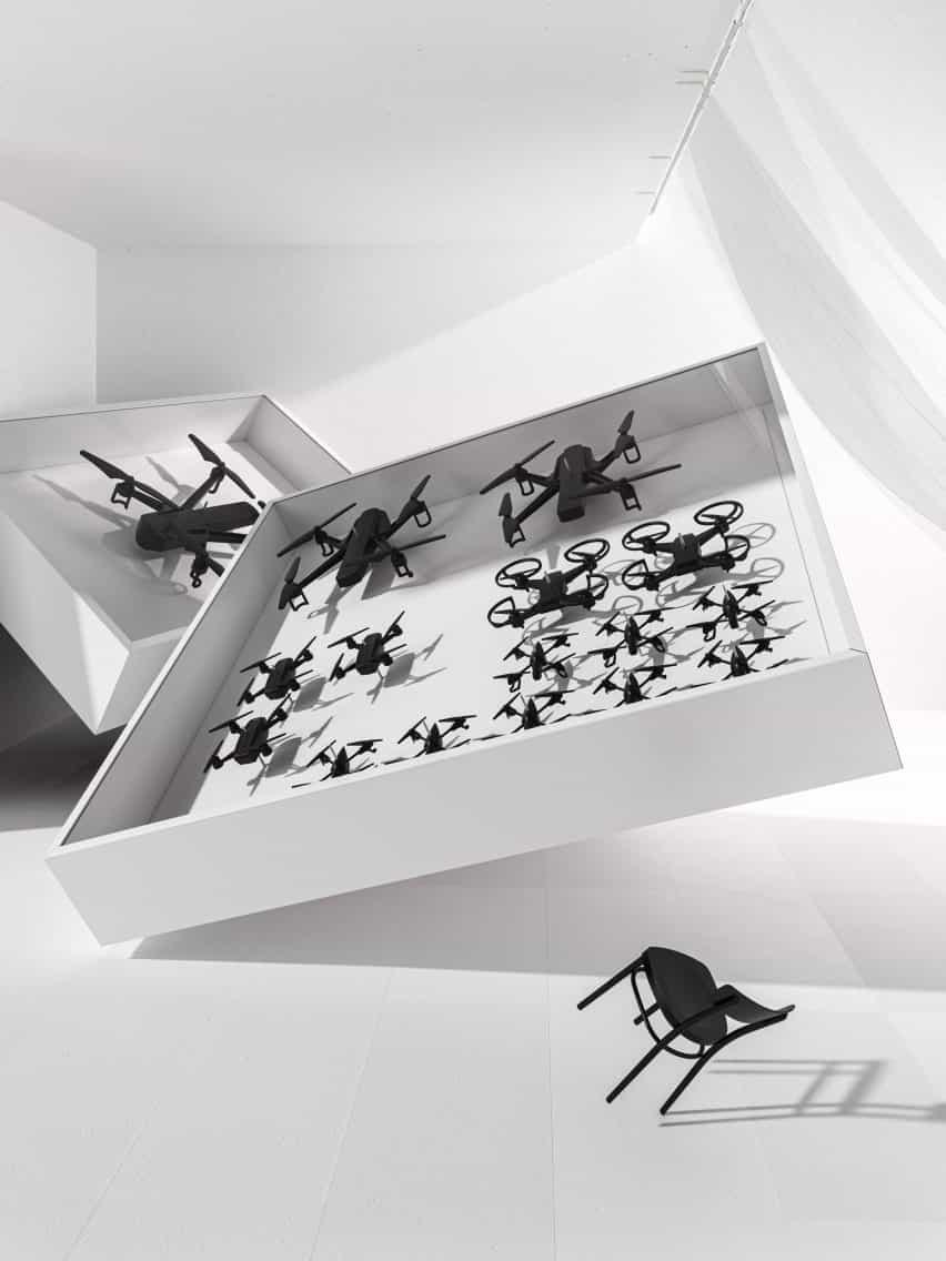 Drones en vitrina de Humans desde 1982 para el evento artístico de Ikea 2021
