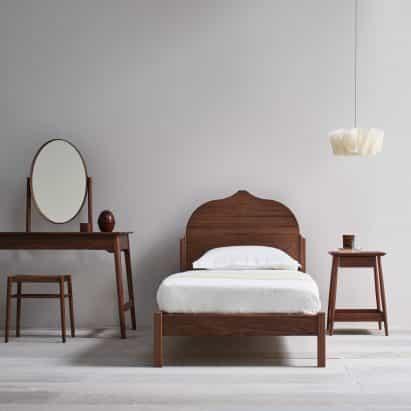 Pinch combina materiales clásicos con formas mínimas para los últimos muebles de dormitorio