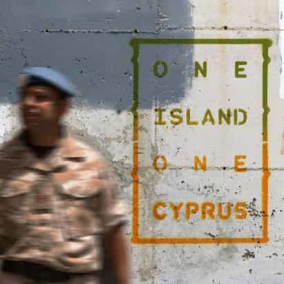 Unbuffer tarjetas postales explorar los símbolos de la línea de alto el fuego de Chipre