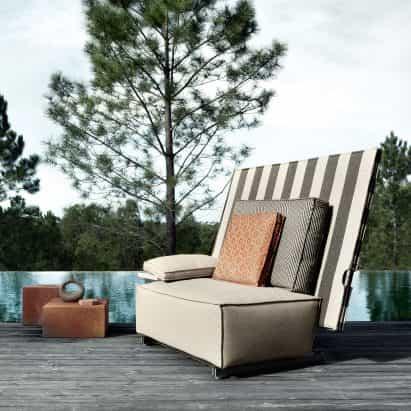 muebles de exterior Philippe Starck dobla por la mitad para protegerse de la lluvia