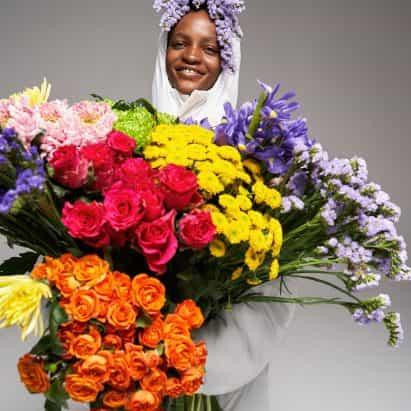 chaquetas soplador de Pangaia están llenos de flores silvestres en lugar de hacia abajo