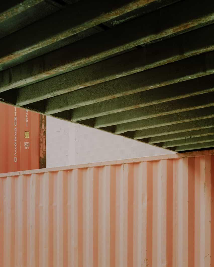 Espacio dentro de un contenedor de transporte de instalación espacio