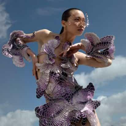 """La colección Earthrise de Iris van Herpen está diseñada como un """"organismo vivo"""""""
