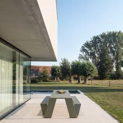 Dirk Wynants diseña mesa de picnic Hopper para Extremis
