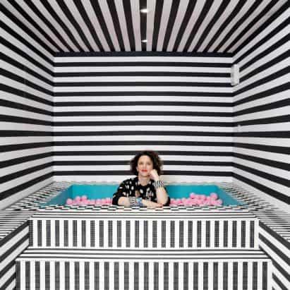 """Camille Walala decora """"casa de los sueños de los niños"""", con más de dos millones de piezas de Lego"""
