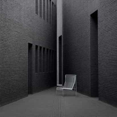 sofá modular para exteriores Massproductions' es un homenaje a las barreras de control de masas