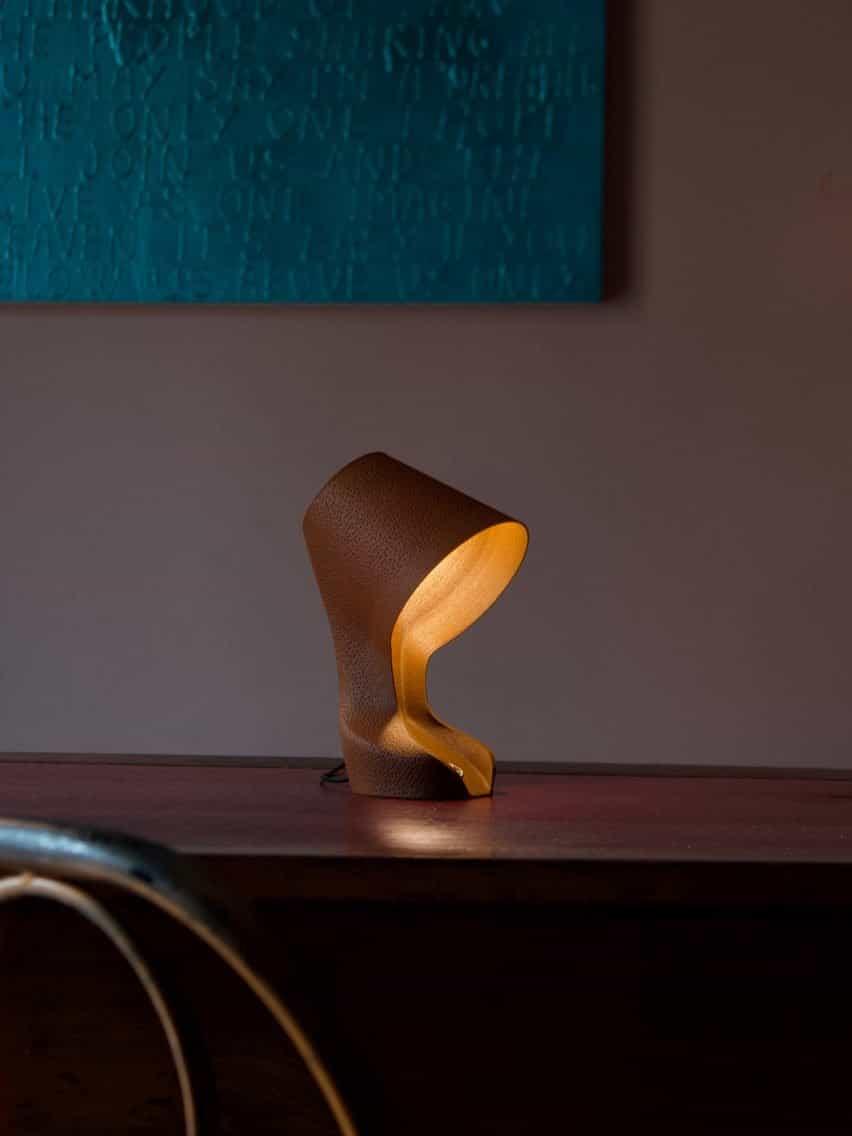 Lámpara Ohmie encendida en la oscuridad