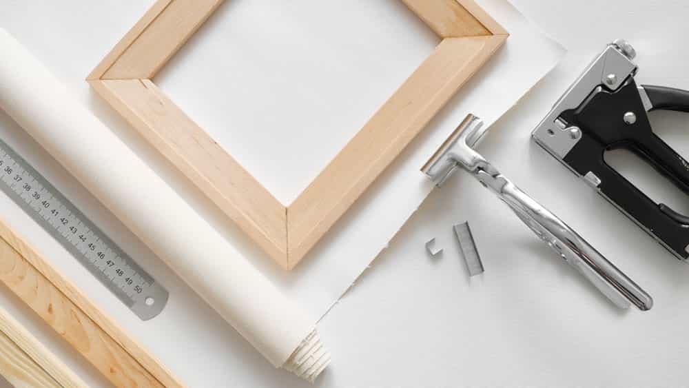 Cómo estirar un lienzo y configurarlo para pinturas al óleo