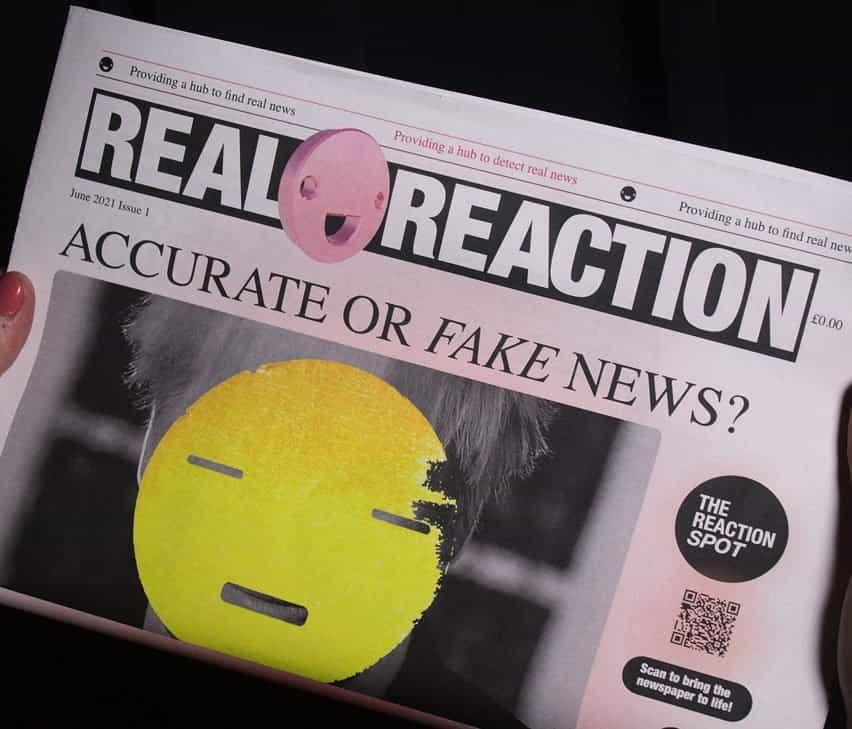 Un titular de periódico sobre noticias reales o falsas