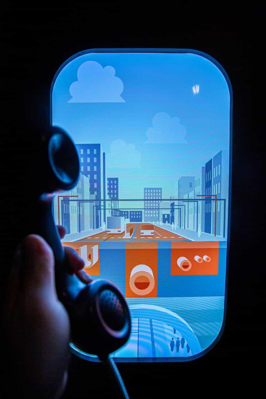 cabina telefónica en la exposición Urbania diseñada por RSAA de derechos de propiedad intelectual Praha en Praga, República Checa