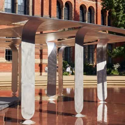 Nebbia Works construye un pabellón monomaterial para V&A de aluminio bajo en carbono