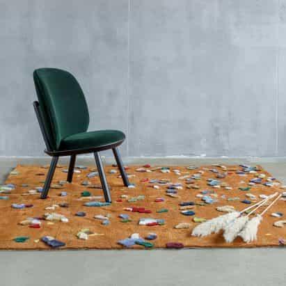 EMKO utiliza recortes de lino para crear vibrante confeti patrón de caos alfombra