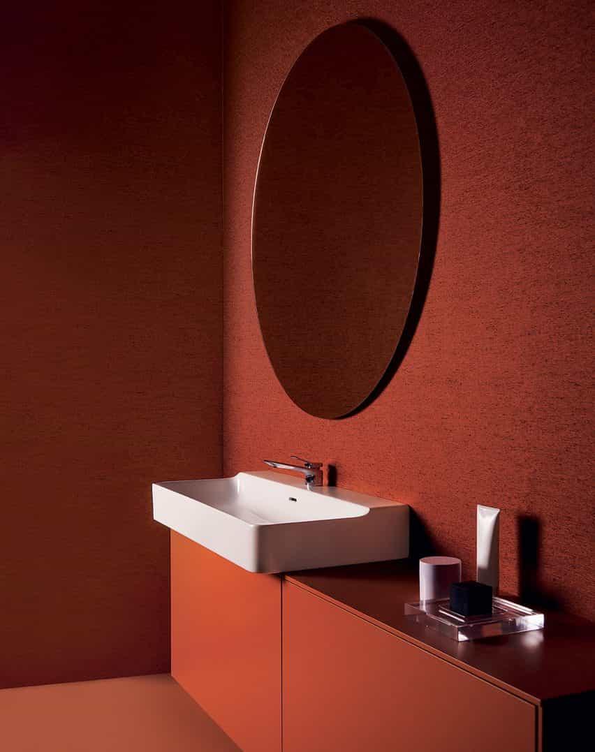 Un lavabo y muebles de baño de Ideal Standard