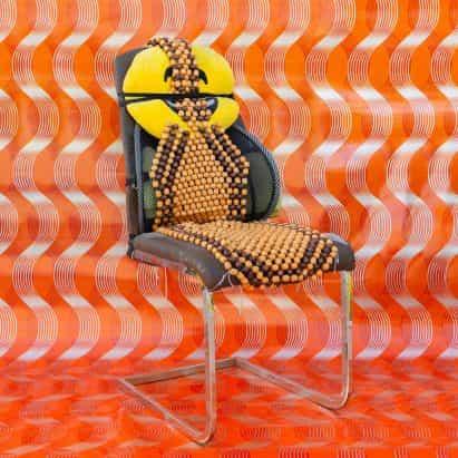 Cómo estar en reposo instalación cuenta con sillas de bricolaje de los migrantes en los EAU