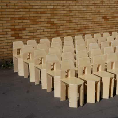 Max Lamb elabora 60 sillas hechas a mano en tres días