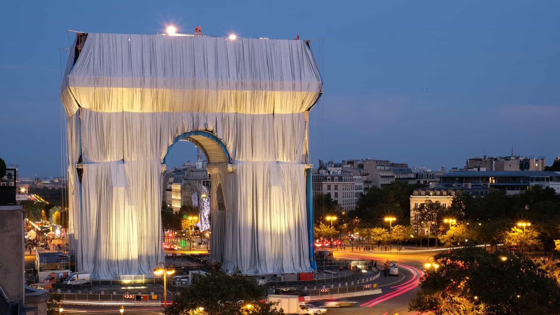 El Arco de Triunfo recibe un cambio de imagen atrevido