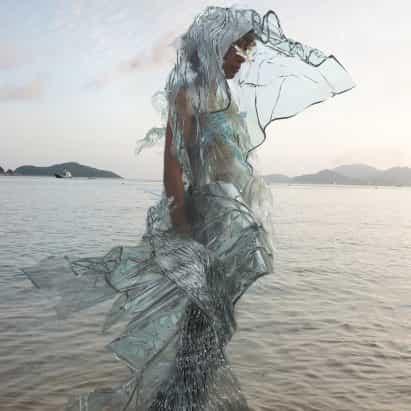 Scarlett Yang diseña el vestido cultivada en el laboratorio a partir de algas que puede descomponerse en horas