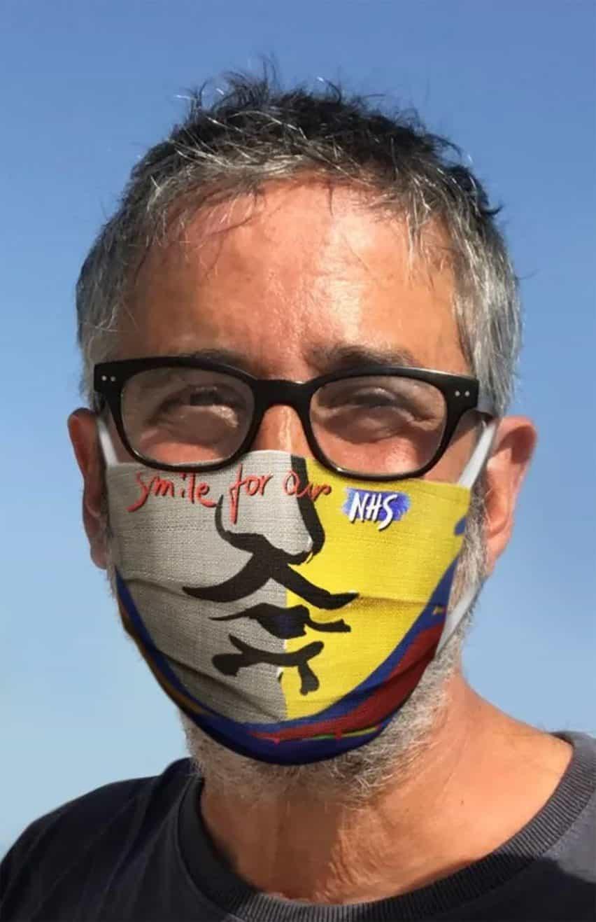 Ron Arad sonrisa para las máscaras Nuestra NHS