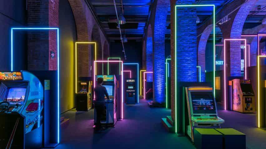 marcos de LED en el diseño de exposiciones de juego en por Smart & Green Design