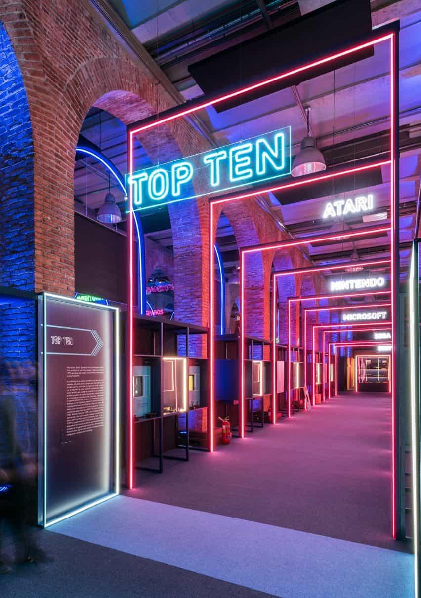 túneles de luz en el diseño de exposiciones de juego en por Smart & Green Design
