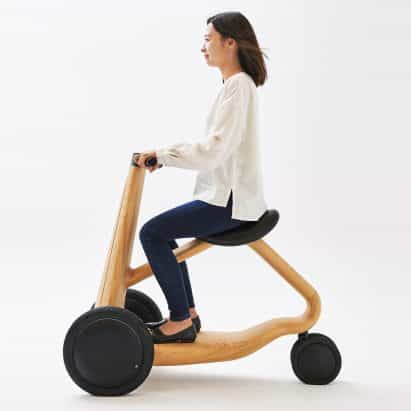 Mikiya Kobayashi diseña Scooter eléctrico AIA-Ai hecho de madera