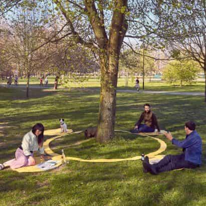 Paul Cocksedge diseña manta de picnic distanciamiento social para la vida después de bloqueo