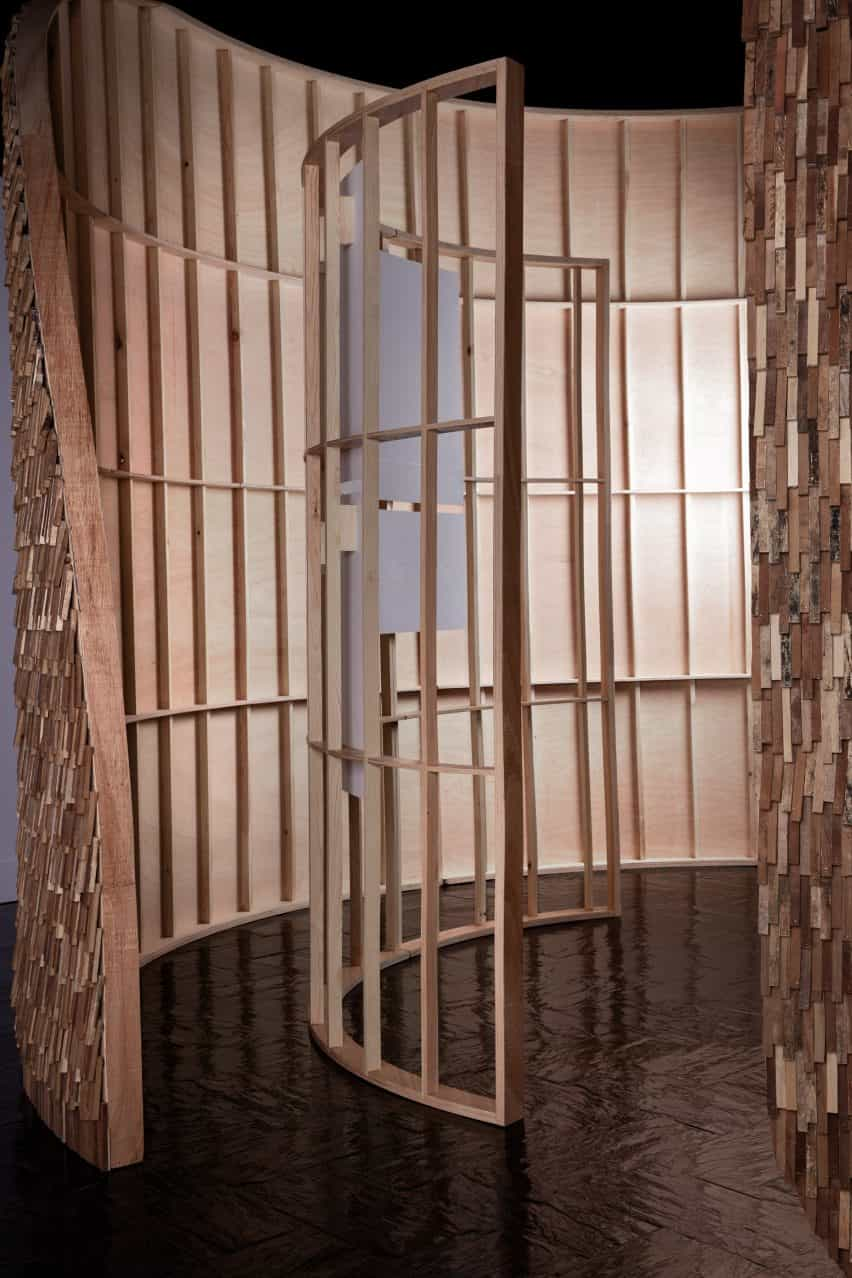 Marcos de madera del Pabellón de Valencia por MUT Design