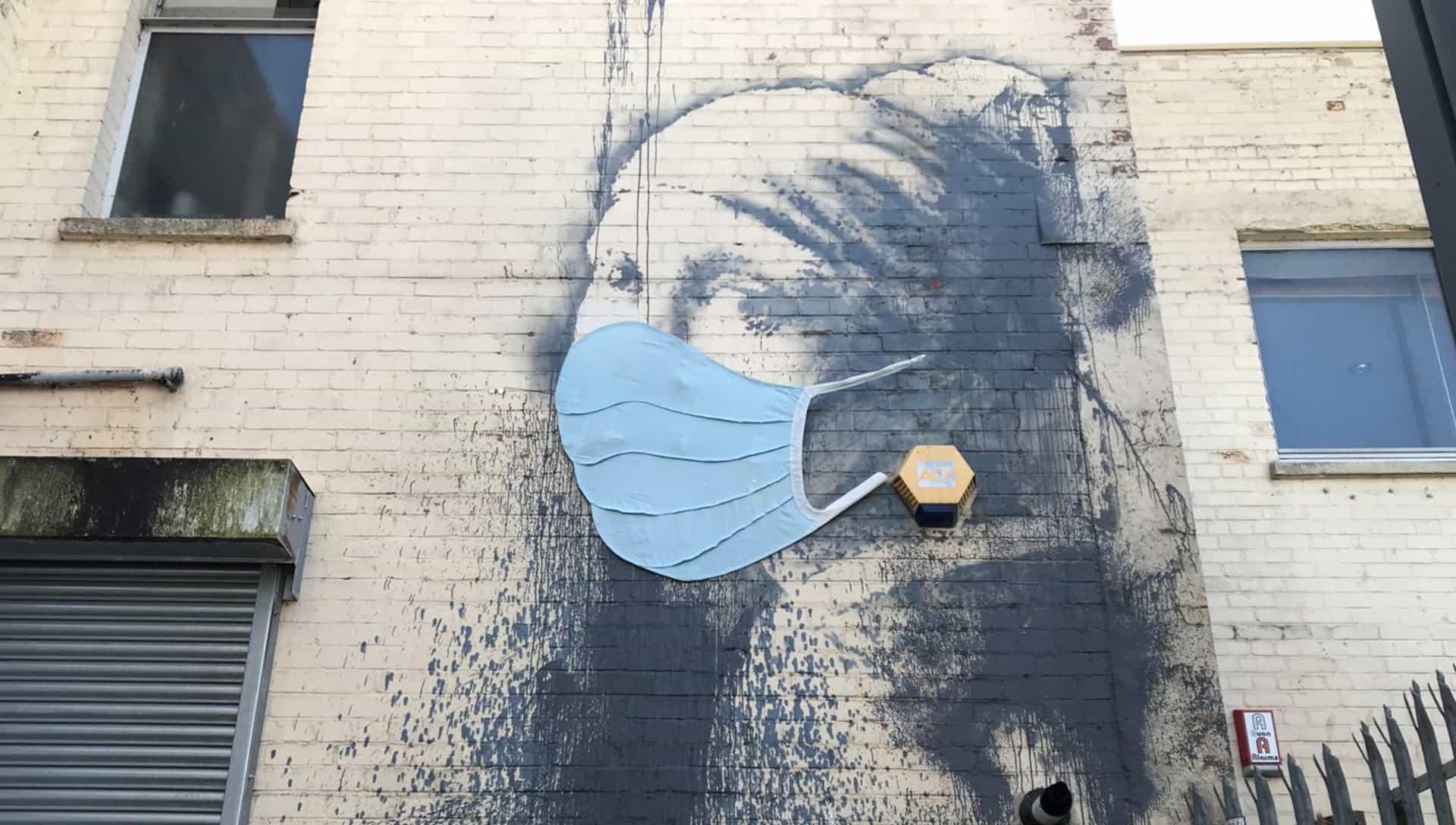 Banksy no sólo tiene que añadir una máscara de cara a uno de sus murales Bristol?