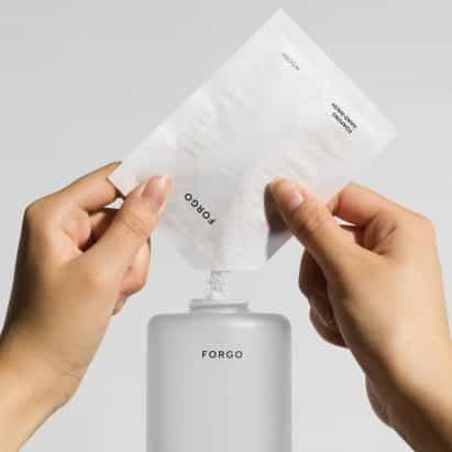 """Forma Us With Love lanza marca de jabón Forgo en respuesta a la industria de los cosméticos """"extremadamente derrochadoras"""""""