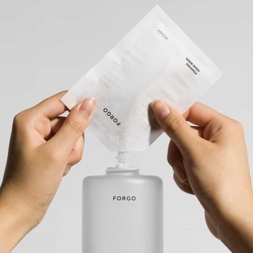 Forma Us With Love reduce el plástico con jabón en polvo Forgo-a-líquido