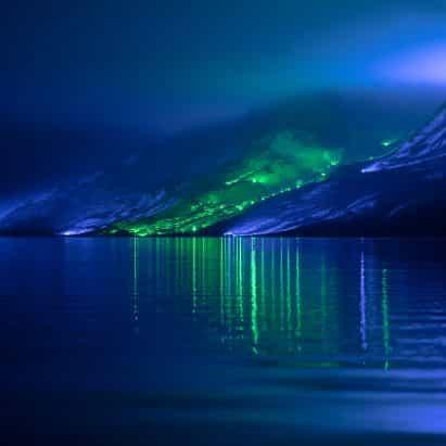 Kari Kola ilumina ladera de la montaña irlandés con 1.000 luces
