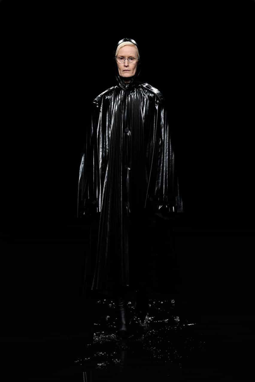 Balenciaga inunda pista para apocalíptica Semana de la moda de París