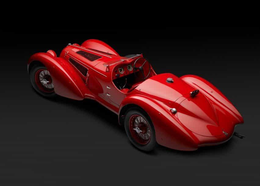 No se celebran veinte años todos los días, por ello hemos elegido un modelo muy especial para una fecha tan señalada, el Alfa Romeo 8C 2900B en su versión Spider.