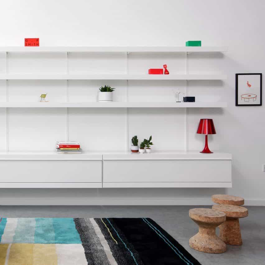 sistema de estanterías On & on de con armario