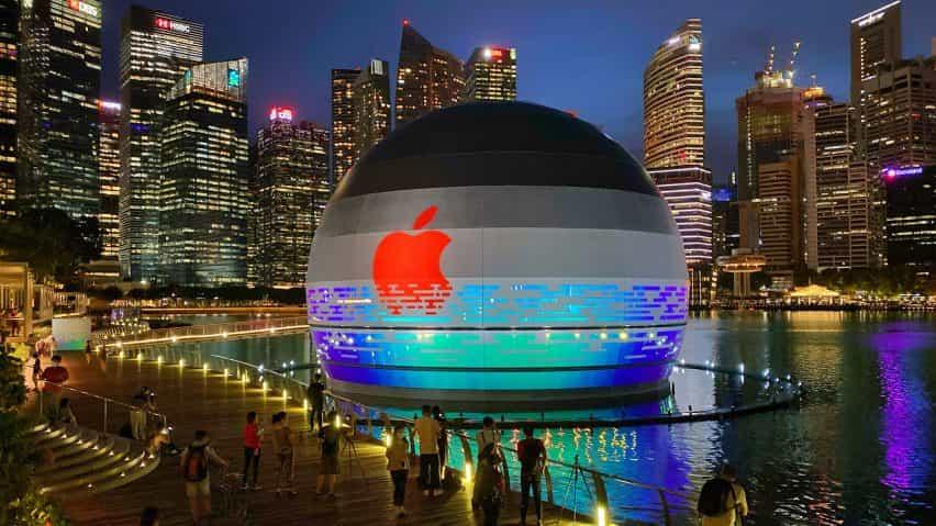 """Manzana Marina Bay Sands es un """"flotante"""" tienda de Apple esférica bt Foster + Partners"""