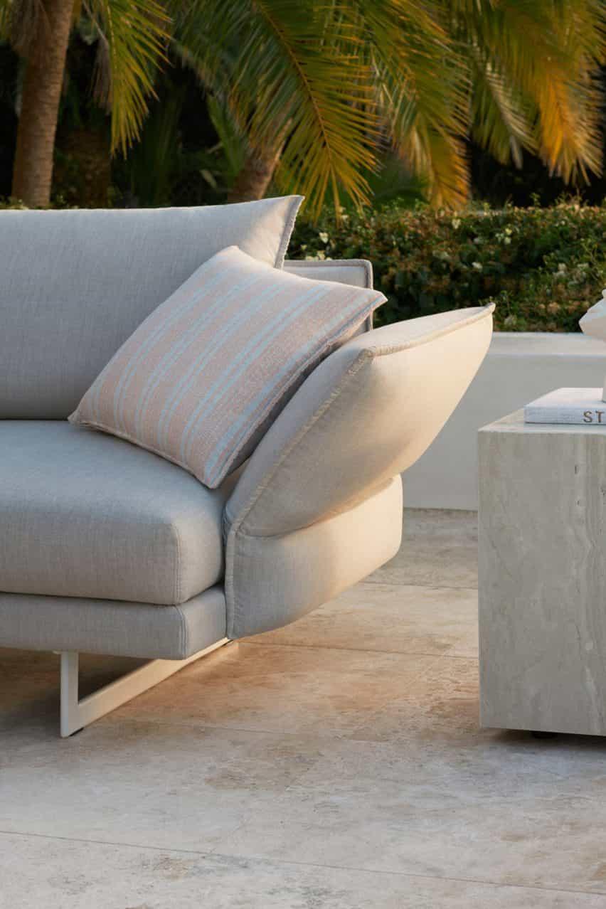 Zaza sofá al aire libre de Charles Wilson para King Living