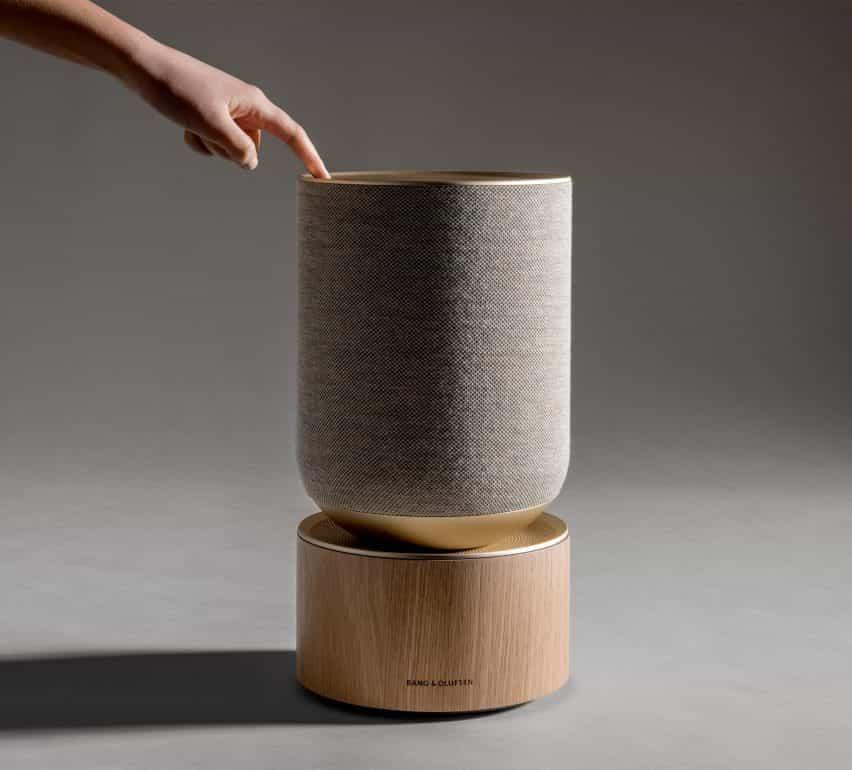"""Capa de diseños de altavoces Bang & Olufsen que """"describe visualmente cómo funciona el audio"""""""