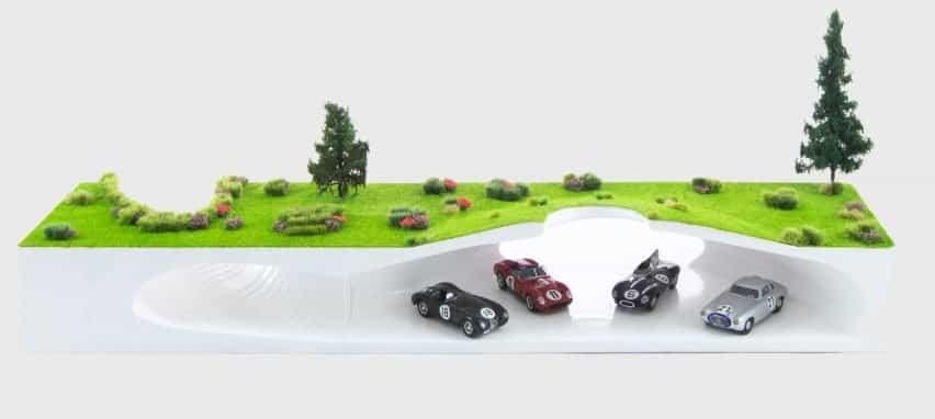 Un modelo de una sala de exposición de automóviles subterránea.