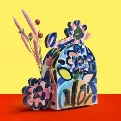 """John Booth diseña urnas de cremación en forma de flor """"monumentales y atrevidas"""""""