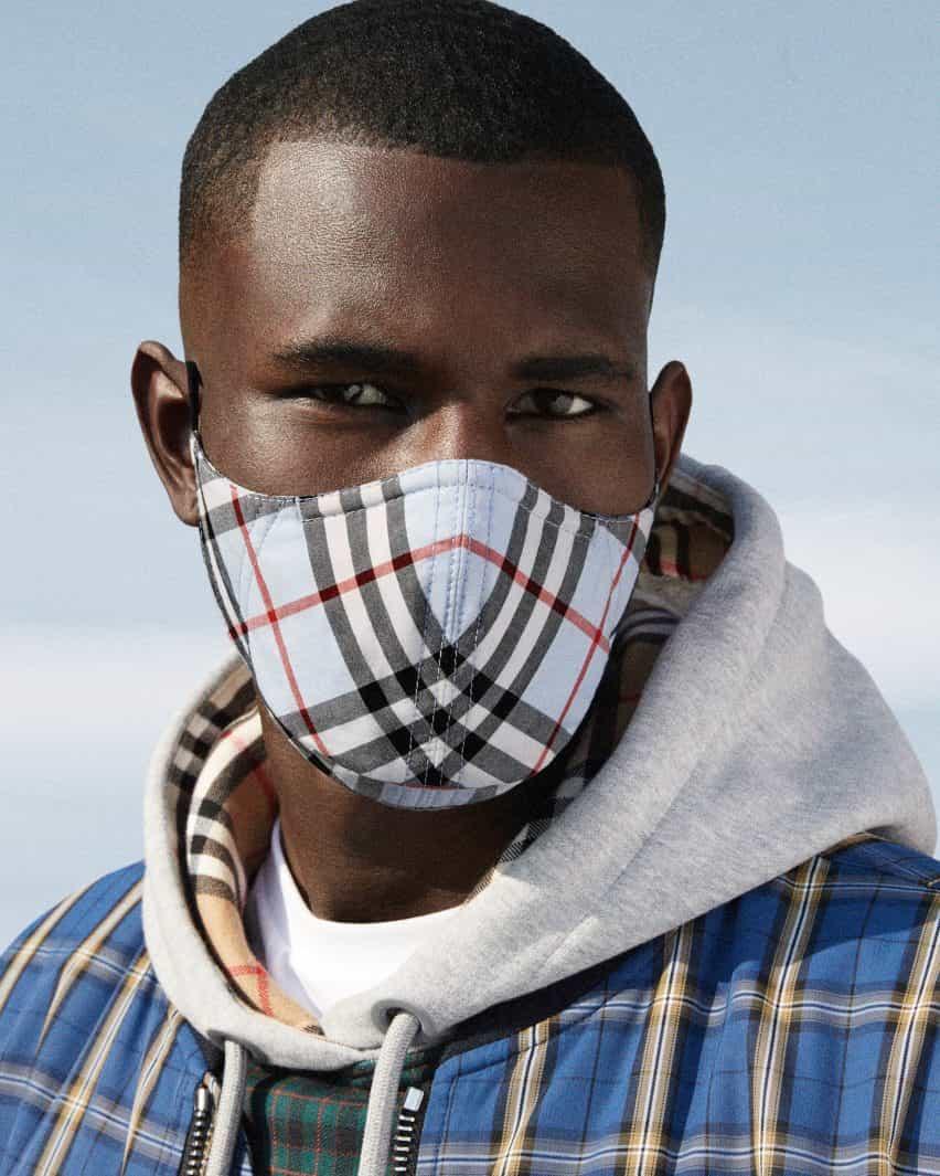 máscaras faciales Burberry están hechos de algodón a cuadros