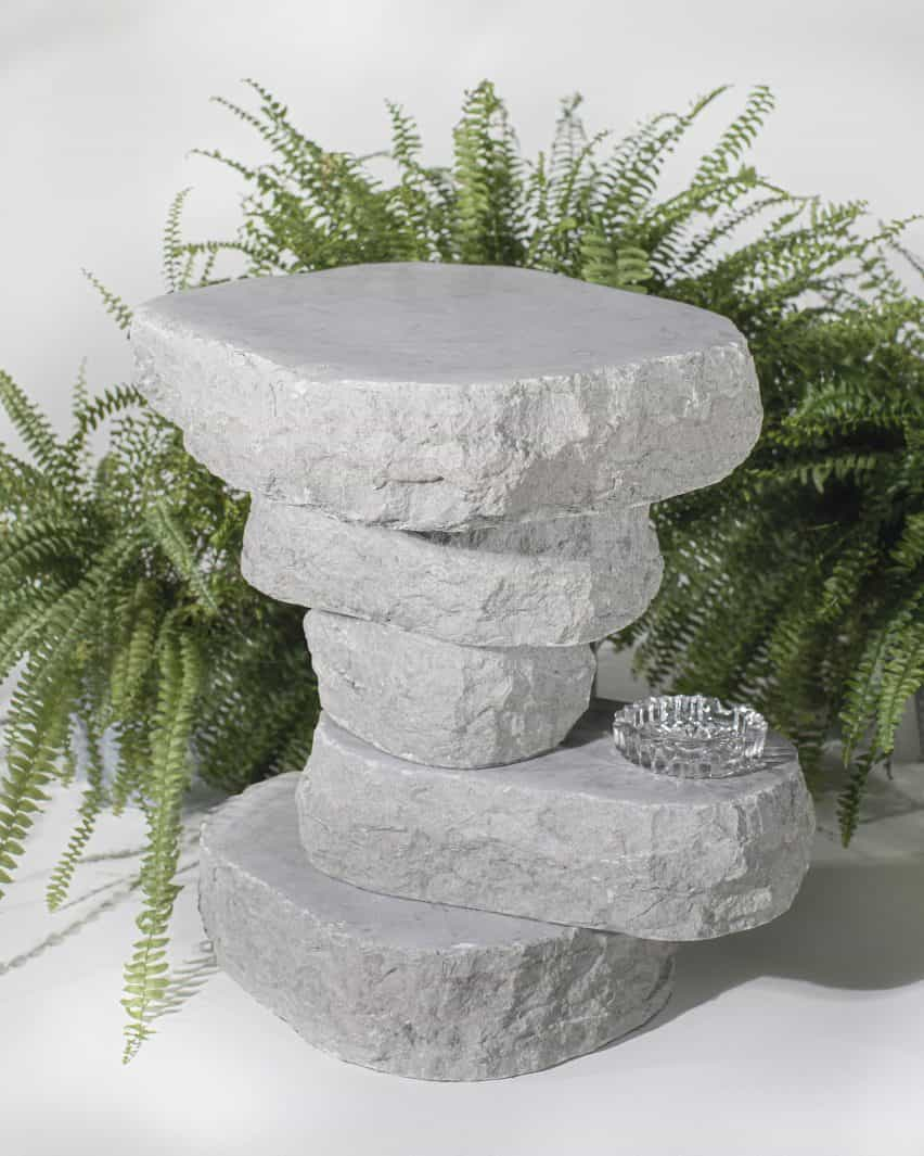 Boulder Tabla de Sandra Jõesaar en piedra caliza