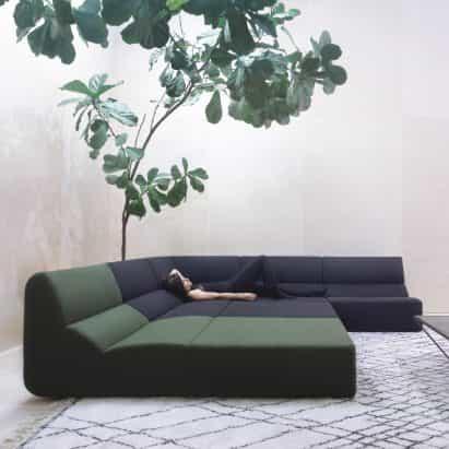 sofá de diseño por Numen / For Use para Prostoria