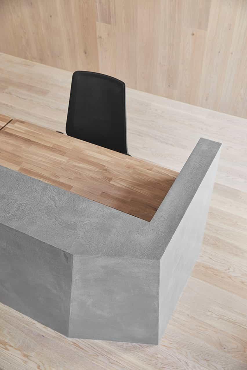 Superficie de microtopping por Ideal Work utilizado en una partición de escritorio